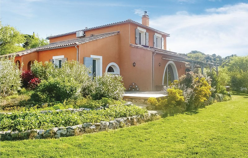 Awesome home in Felines Minervois with Outdoor swimming pool, Outdoor swimming p, holiday rental in La Liviniere