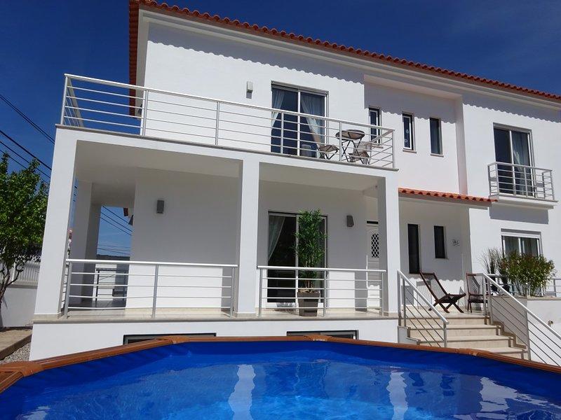 Private sunny garden & pool, lagoon view, beach & village centre, fast wifi, aluguéis de temporada em Foz do Arelho