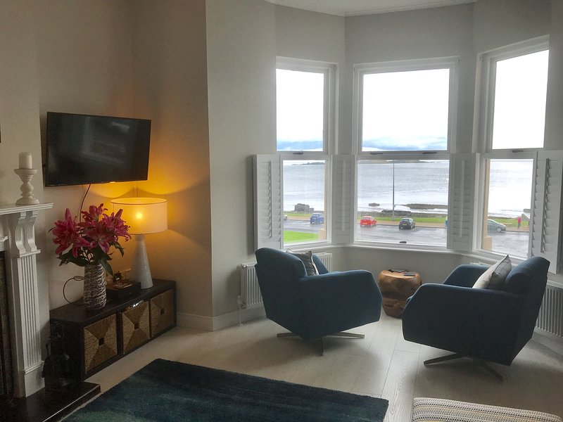 Giant's Causeway View, Causeway Cottages Portrush, Amazing sea and golf views, holiday rental in County Antrim