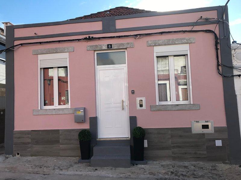 Pink & Grey House, holiday rental in Setubal