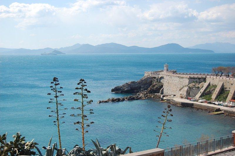 Piombino centrale/Costa degli Etruschi  Bilocale ampio e luminoso vicino al mare, vacation rental in Piombino