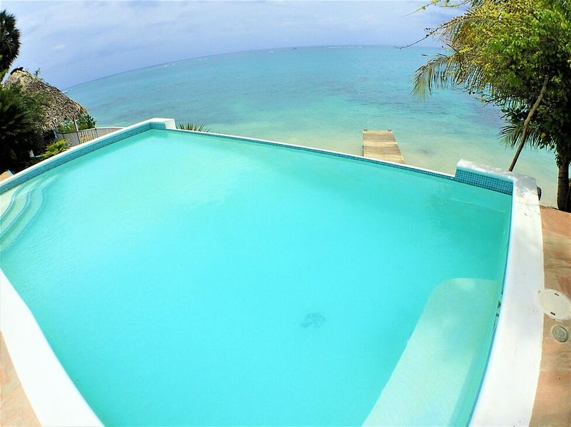 BEACHFRONT VILLA IN JAMAICA, FULLY STAFFED!Culloden Cove,South Coast 5BR, vacation rental in White House