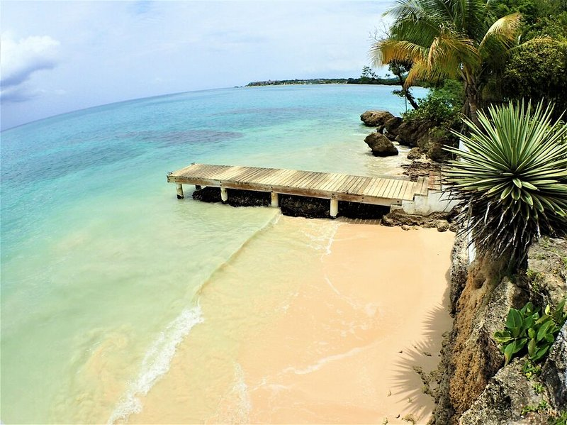 BEACHFRONT VILLA, FULLY STAFFED IN JAMAICA! Culloden Cove,South Coast 2BR, vacation rental in White House