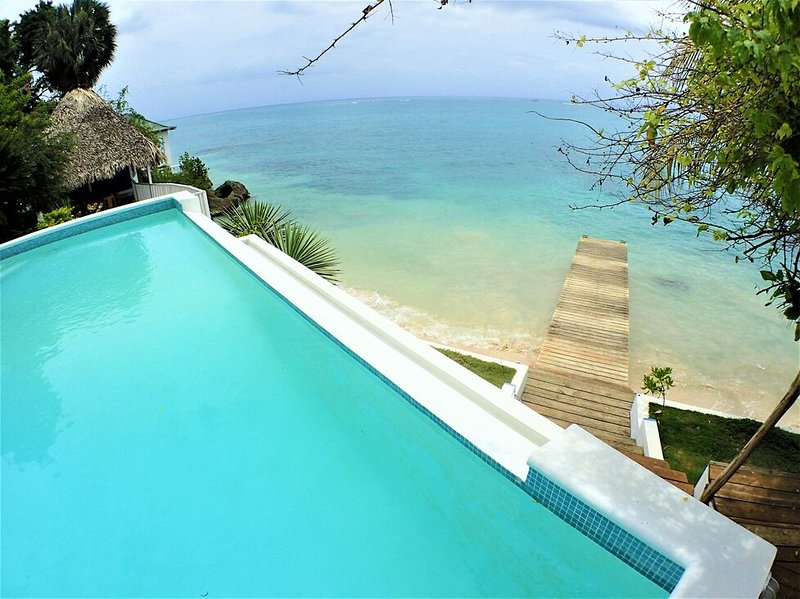 BEACHFRONT VILLA, FULLY STAFFED, JAMAICA,Culloden Cove,South Coast 4BR, vacation rental in White House