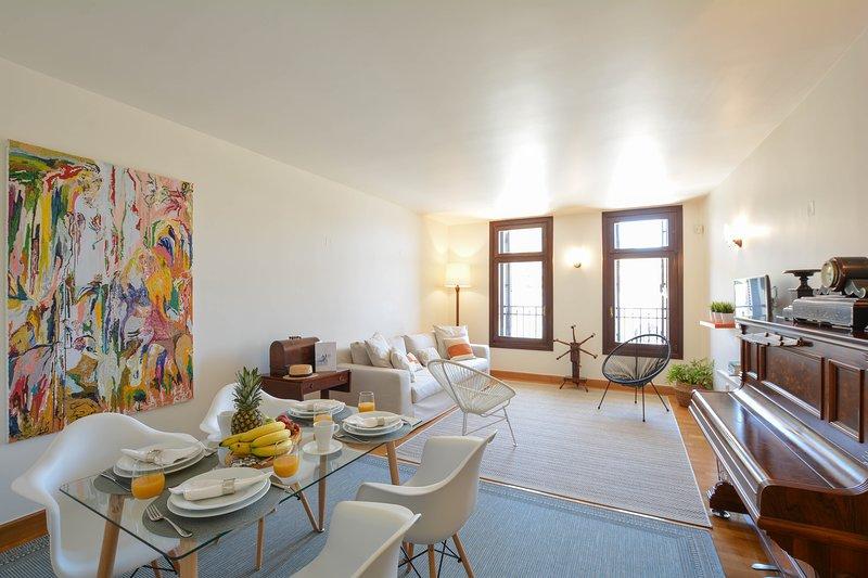 DIO DOWNTOWN BOUTIQUE APARTMENT, holiday rental in Nea Alikarnassos