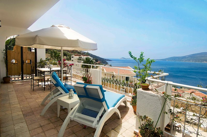 Manzarali front balcony for sunbathing and dining. Relax  and admire the view