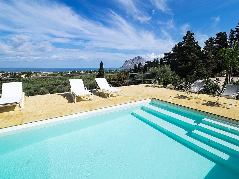 Baglio Cappottelle Villa Sleeps 5 with Pool Air Con and WiFi - 5798423, vacation rental in Tonnara di Bonagia