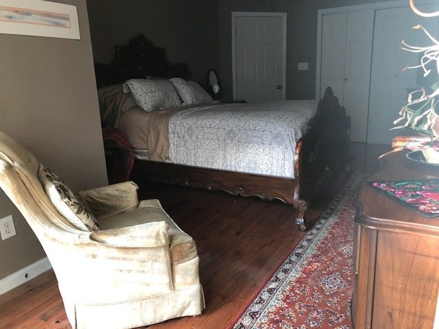 queen bedroom southside