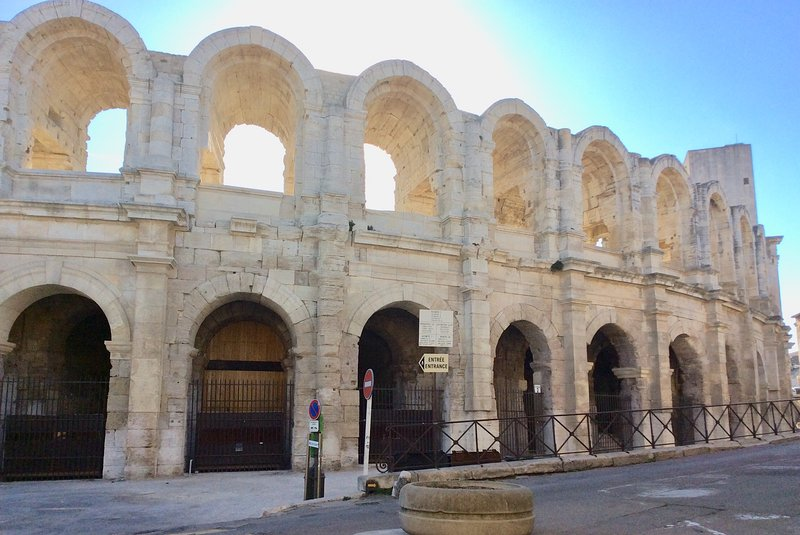 Unique Luxury Rental with Magnificent View of the Roman Arena and Parking, vacation rental in Arles