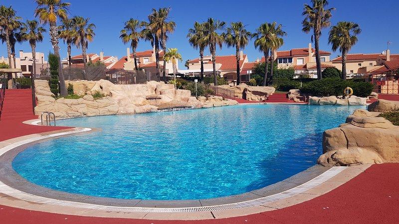 Precioso chalet jacuzzi exterior Santa Pola- Gran Alacant, casa vacanza a Gran Alacant