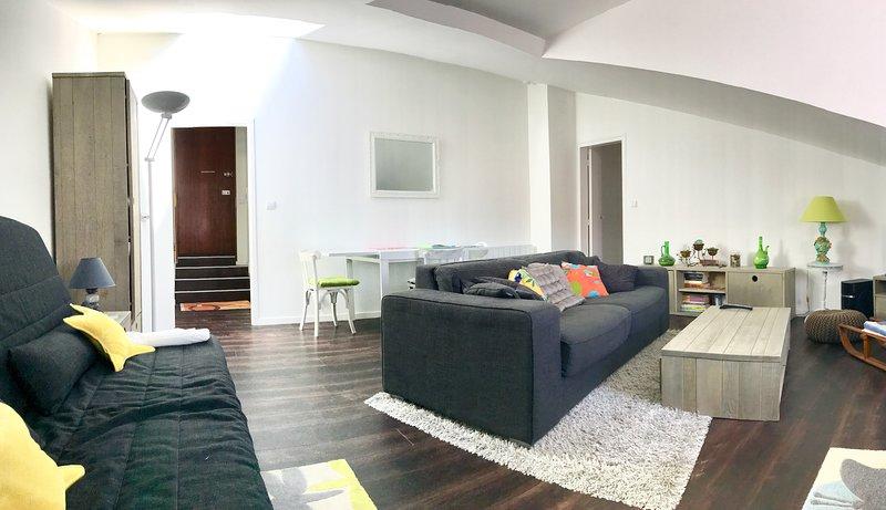 Living room apartment rue admyrauld La Rochelle Holiday Rentals