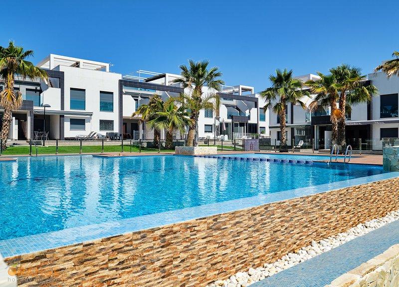 Orange Holiday Housing - Oasis Beach La Zenia 3017, holiday rental in La Zenia