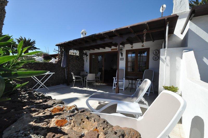 Casa Maria, 2C Casas del Sol (with Sea View), vacation rental in Playa Blanca