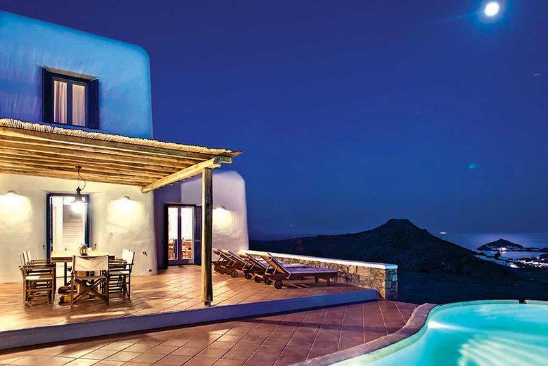 Tranquil Villa Mykonos - 4 bedrooms / Private Pool, holiday rental in Kalafatis