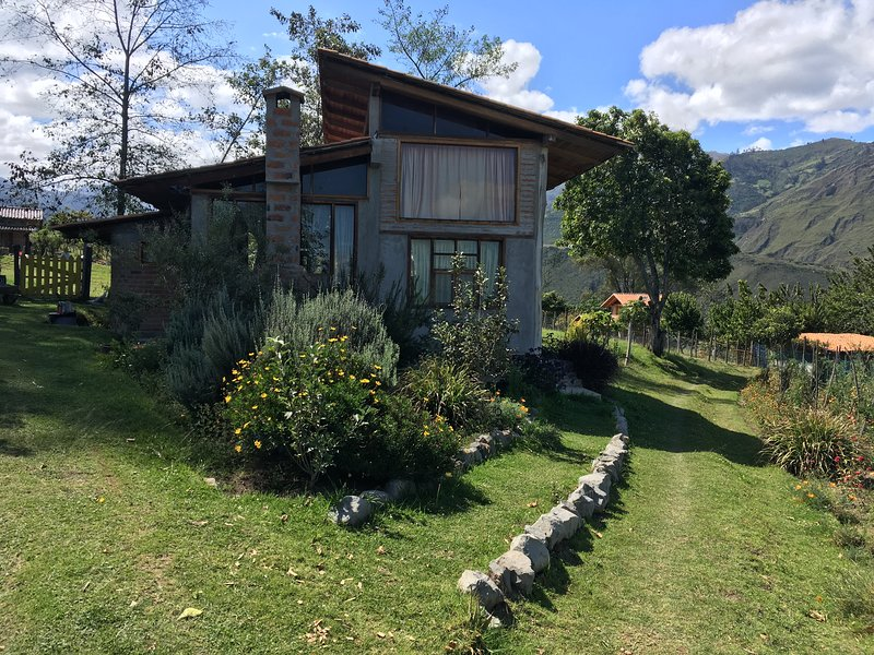Island in the Sky--Cabins and farm, alquiler vacacional en Urcuquí