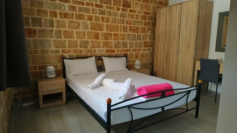Mulberry Wood & Stone Suite (Self-catering Apt) – semesterbostad i Rhodos