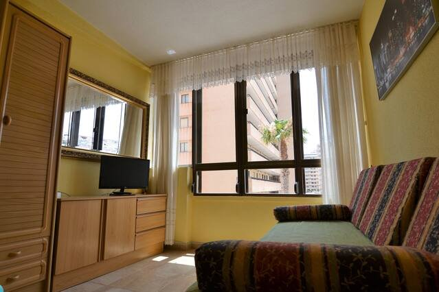 Modern Flat with 1 Bedroom and sea views at beach, vacation rental in Torrevieja