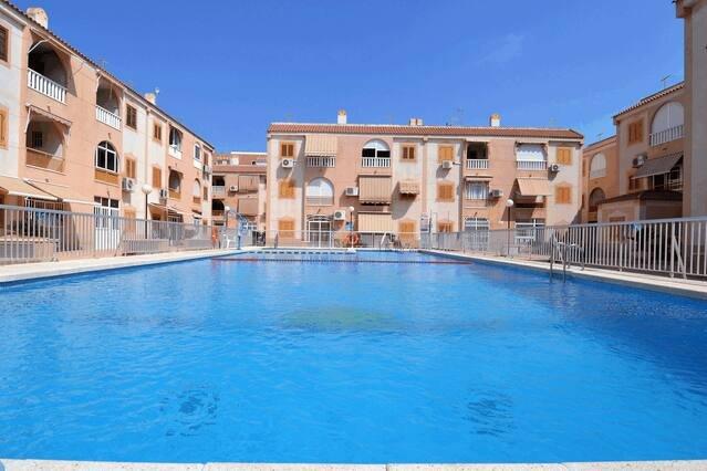 2 Bedroom Full Refurbished Beach Pool Apartment, vacation rental in Torrevieja