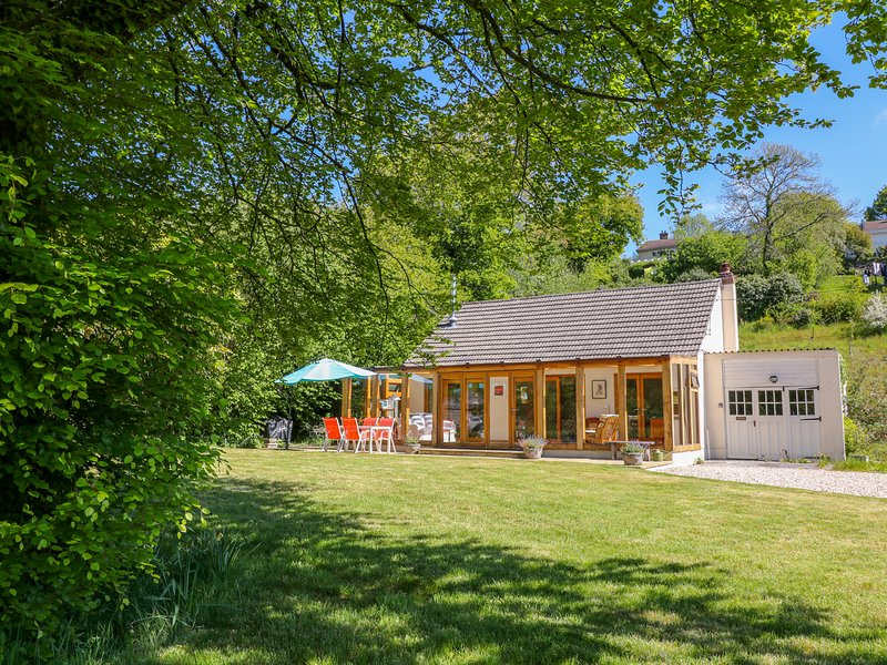 LYNHAYS, woodburner, open-plan, near Launceston, location de vacances à Linkinhorne