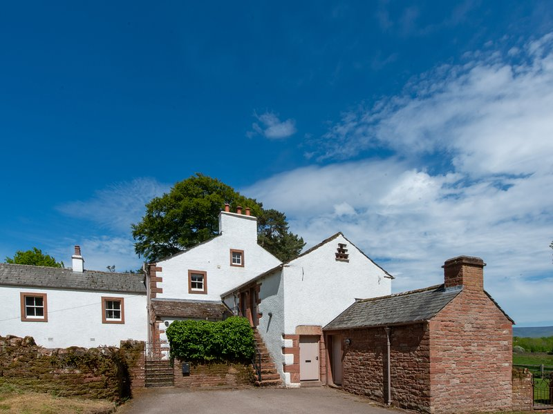 UDFORD HOUSE, en-suite, extensive gardens with hot tub, WiFi, Ref 965311, holiday rental in Penrith