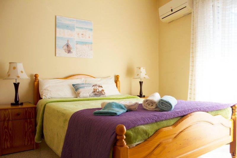 City center Apartment 300 metres from the beach, casa vacanza a Distretto di Larnaca