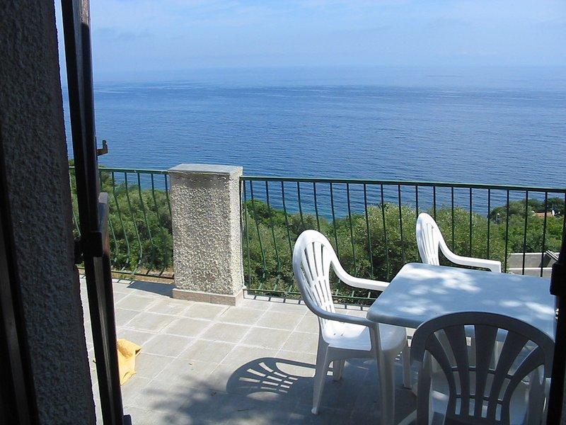 Beautiful apt with sea view, casa vacanza a Ville-di-Pietrabugno