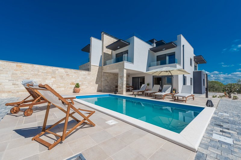 Modern Villa Oasis, in Dalmatia, with a Pool, vacation rental in Sukosan