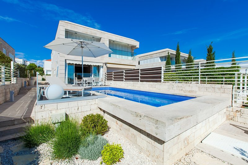 Modern Villa Lantana, in Dalmatia, near the Sea, holiday rental in Petrcane