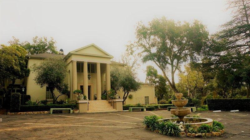Ojai Rm. Historic Montecito Estate, ballrm, Cont. breakfast, holiday rental in Montecito