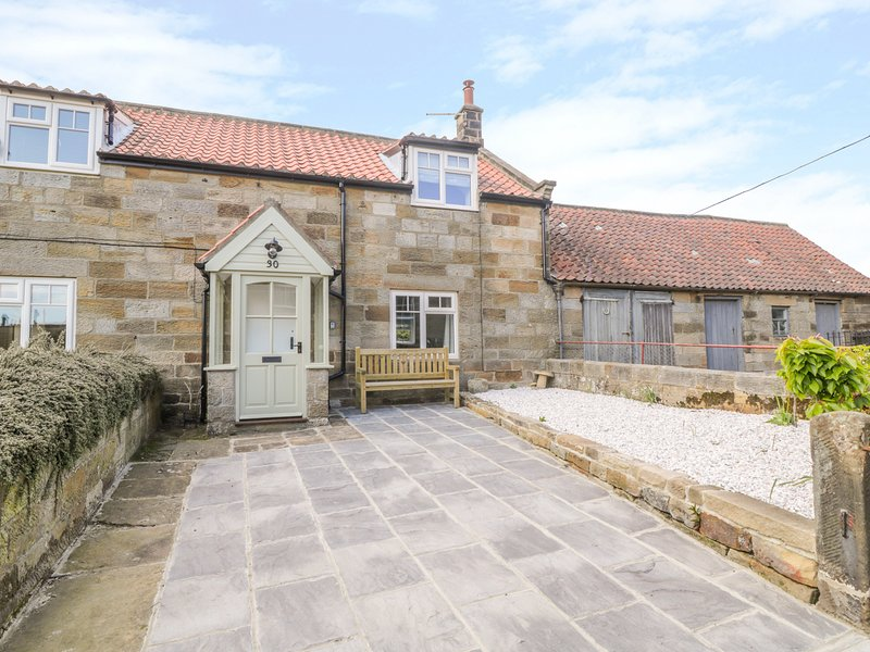 30 MAIN ROAD, woodburner, modern interior, country views, near Whitby, Ferienwohnung in Briggswath