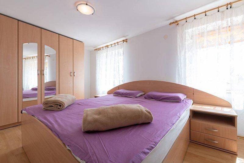 Bedroom 2 with double bed / bedroom 2 with double bed
