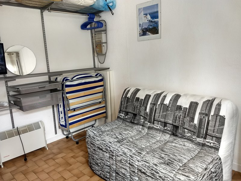 Nice studio with shared pool, vacation rental in Bages