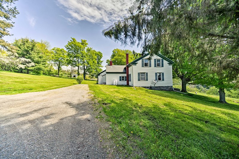 Historic Farmhouse w/Deck in the Catskills!, holiday rental in Stamford