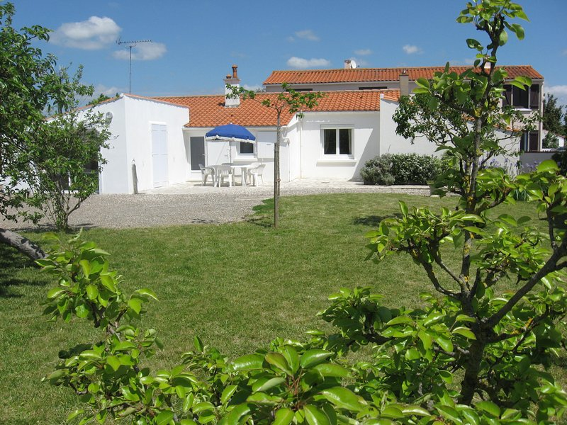Beautiful house with garden, holiday rental in Saint-Michel-en-l'Herm