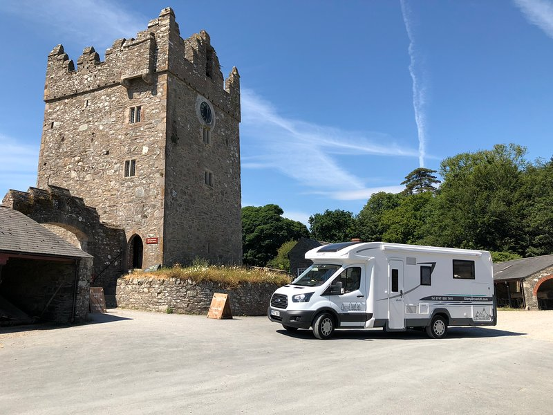 Charlie - Glampervan UK - luxury motorhome for rent in High Wycombe, location de vacances à Saunderton