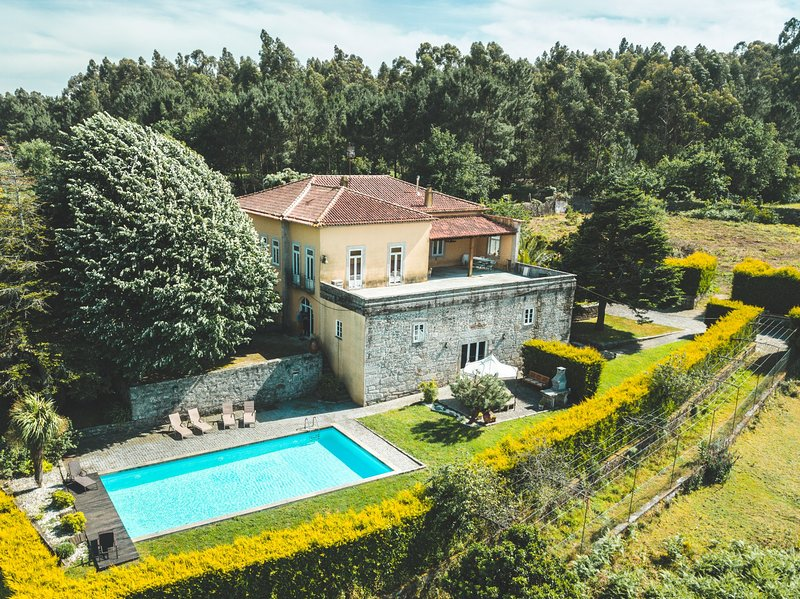 Rural house w/ swimming pool in farm next to beach, holiday rental in Viana do Castelo