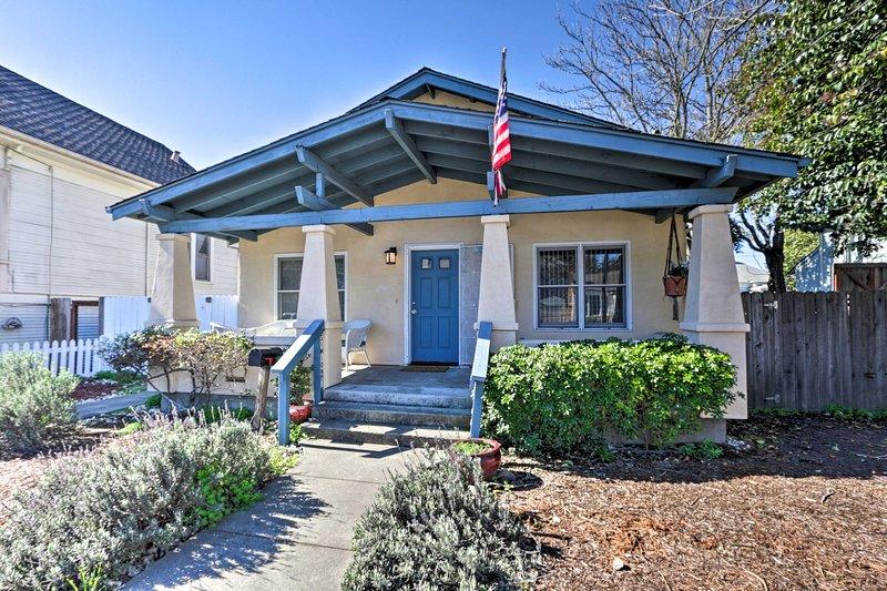 El alquiler de vacaciones está idealmente situado en el centro de Santa Rosa por la 101.
