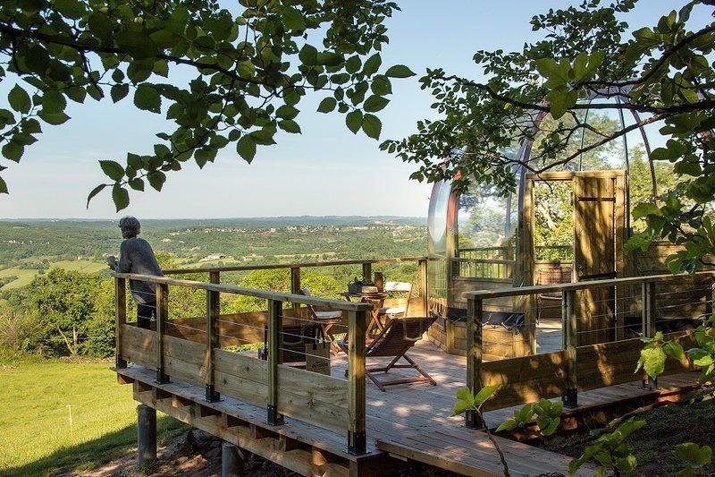 Depuis la terrasse de la bulle, on admire le paysage à l'infini...
