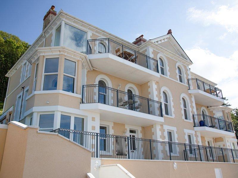 ATLANTIC VIEW, sea views, WiFi, Westward Ho!, alquiler vacacional en Bideford