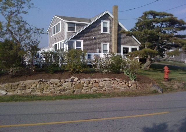 CLASSIC VINEYARD FISHING VILLAGE VIEWS FROM THIS QUINTESSENTIAL COTTAGE – semesterbostad i Aquinnah