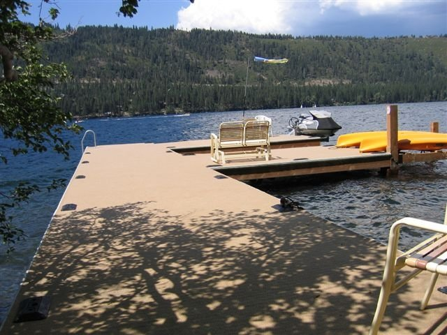 Donner Lake Front Vacation Home w/ Carpeted Dock, Truckee, Lake Tahoe Area, vacation rental in Truckee
