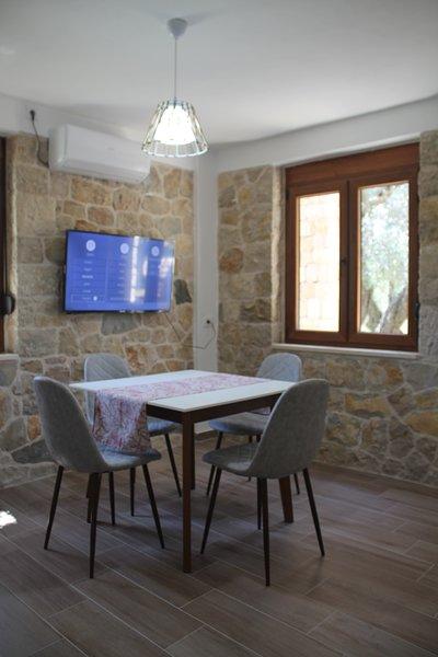 Stonehouse in Olives, location de vacances à Ulcinj
