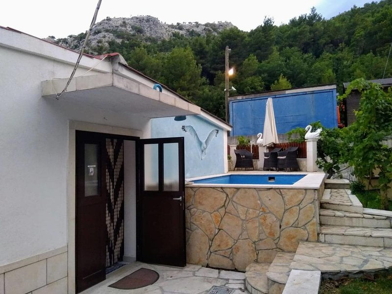 Three bedroom house Zakučac, Omiš (K-17074), location de vacances à Zakucac