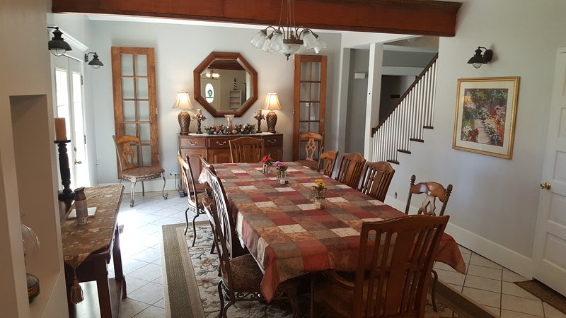 Dining room, seats 12 guests.