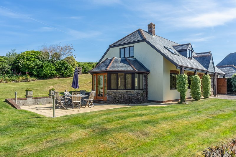 April Cottage, holiday rental in Polzeath
