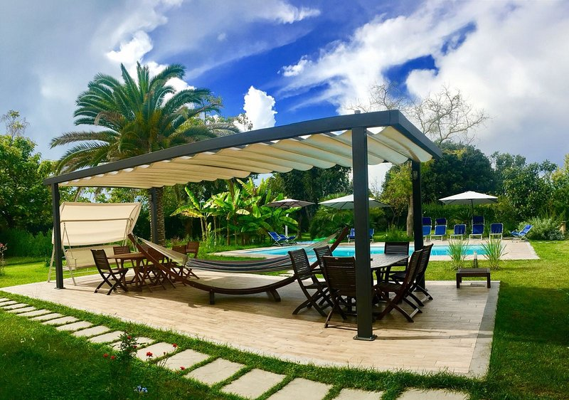 Huge Pool and Garden at Brand New Villa Oasis!, vacation rental in Forte Dei Marmi