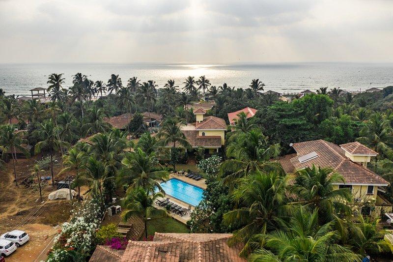 Casa Del Mar - 3 Bedroom Premium Villa with a Pool close to Candolim Beach, vacation rental in Candolim