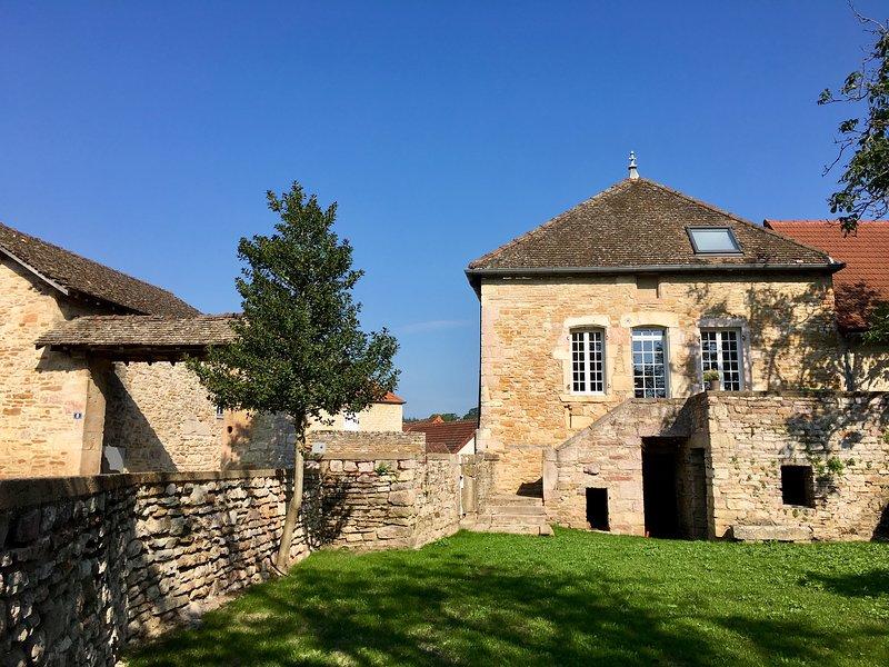 Votre séjour réussi en Bourgogne au coeur d'un domaine viticole, holiday rental in Ecuisses