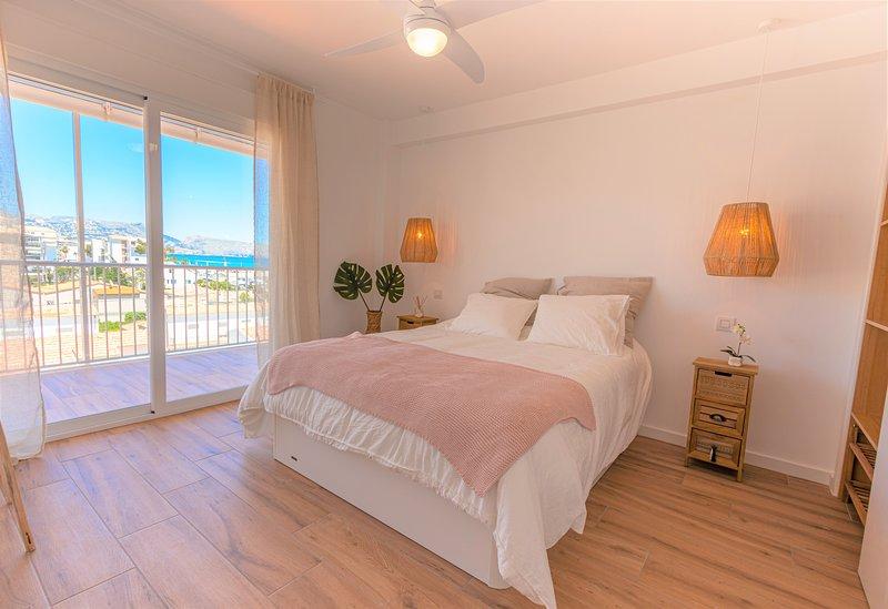 VACACIONES JUNTO AL MAR! acogedor apartamento con amplia terraza y vistas al mar, vacation rental in Altea
