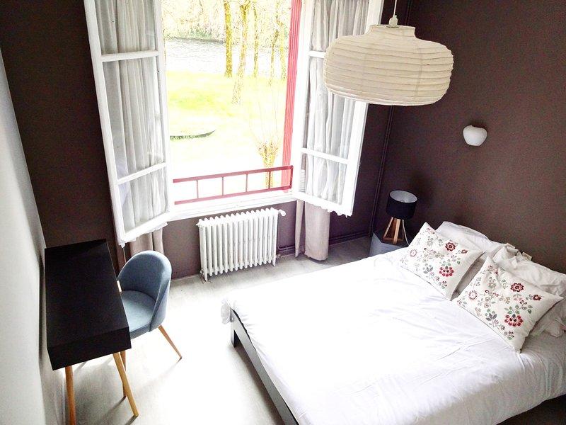 Chambres d'hôtes avec vue à proximité de Conques, holiday rental in Senezergues